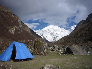 Free down jacket and sleeping bag hire on Bhutan camping treks